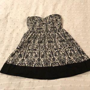 Dresses & Skirts - Strapless pattern dress!